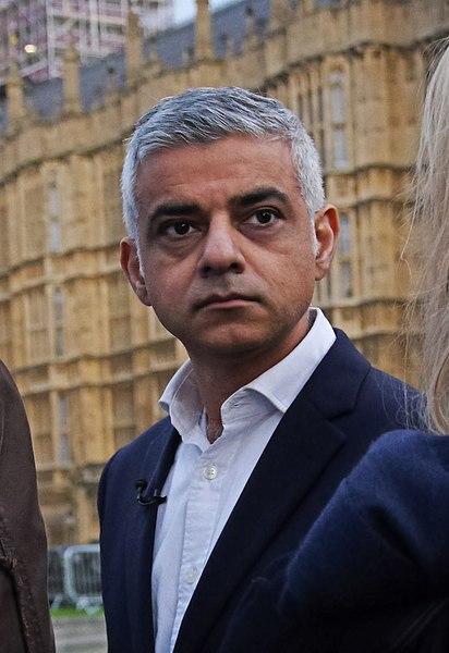 Мэр Лондона Садик Хан предупредил жителей города о новых ограничениях зимой